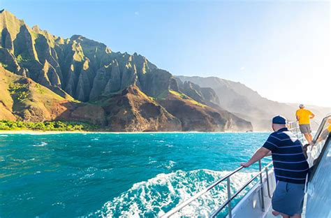 napali coast boat ride 10 best things to do in hawaii smartertravel