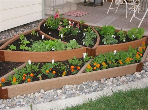 Small Garden Bed Design Ideas Unique Vegetable Garden Ideas For Small Garden Spaces With Wood Raised Bed And Gravel Ideas