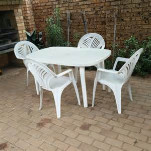 garden plastic set with 4 chairs and table for sale