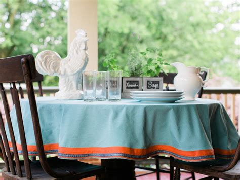 dress up your table with an easy round topper quilting digest how to easily dress up a plain tablecloth 10 tips for