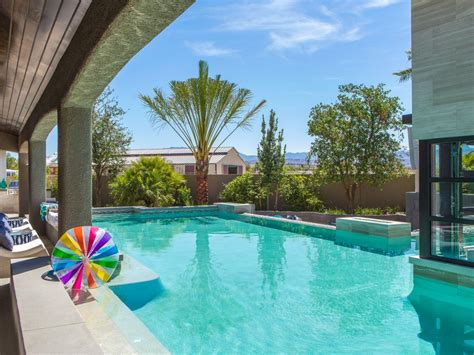 Backyard Pools Las Vegas 12 Outdoor Extras At The Property Brothers Las