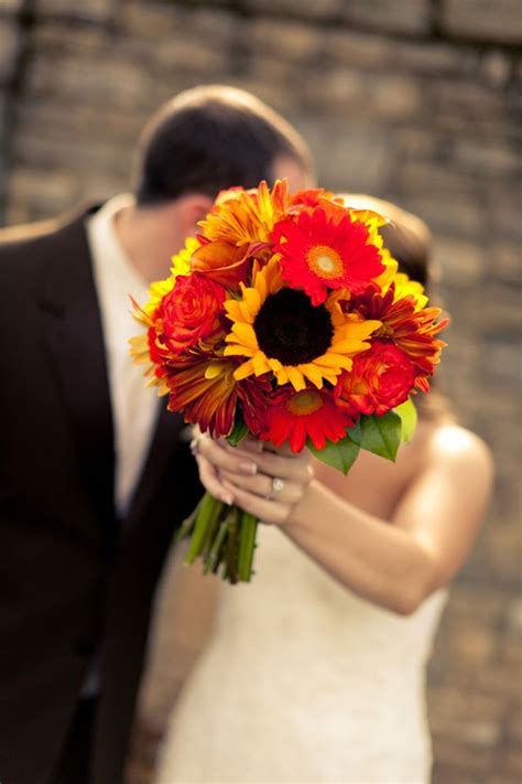 Fall Flower Bouquets Weddings by 15 Fall Wedding Bouquet Ideas For Autumn Brides