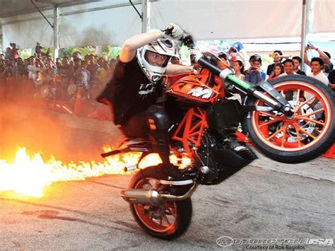 Ktm Stunt Ktm S Rok Stunts Through Malaysia Motorcycle Usa