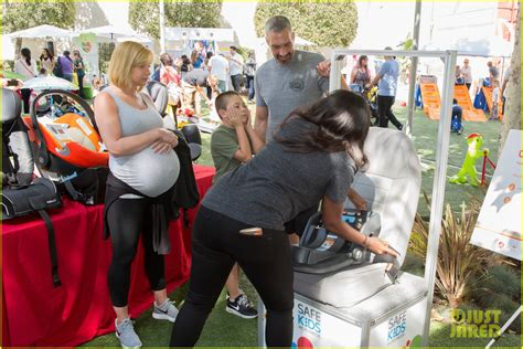 Jaime Pressly Took Nine Pregnancy Tests by Jaime Pressly Displays Large Baby Bump While With