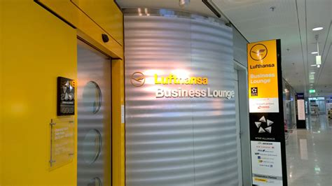 Lu Inframerah Philips lounge review lufthansa business lounge athens travelux