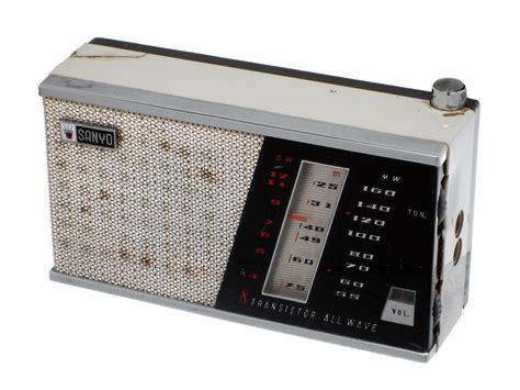 transistor radio blast from the past vintage technologies that we no longer use webdesigner depot