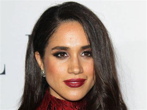 commercial actress with mole on face velvet gumicukor ez a szemreval 243 sz 237 n 233 sznő lehet harry