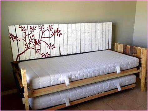 pallet sofa bed best 25 pallet daybed ideas on pinterest bed couch