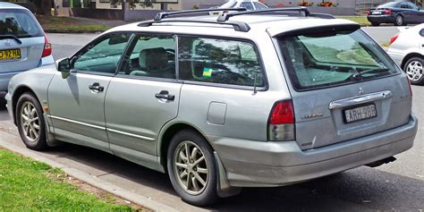 mitsubishi station wagon mitsubishi verada photos informations articles