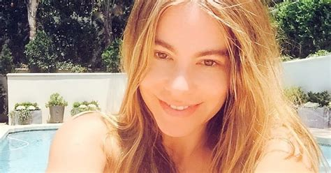 sofia vergara looks far younger than 42 years in make up sofia vergara goes without makeup looks younger photo
