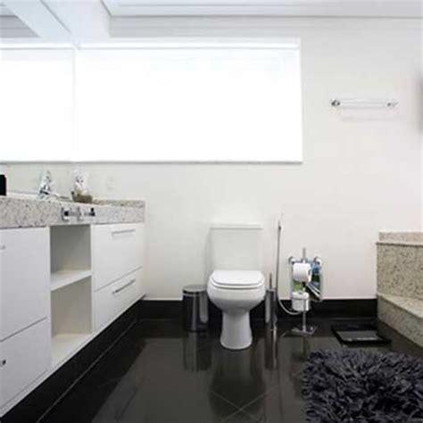 Remodel Bathroom Ideas by 30 Banheiros Com Porcelanato Bege Branco Preto Amarelo