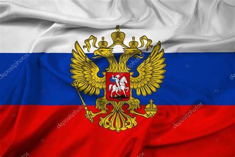 rus ao 2016 bandeira da r 250 ssia com o bras 227 o de armas stock photo