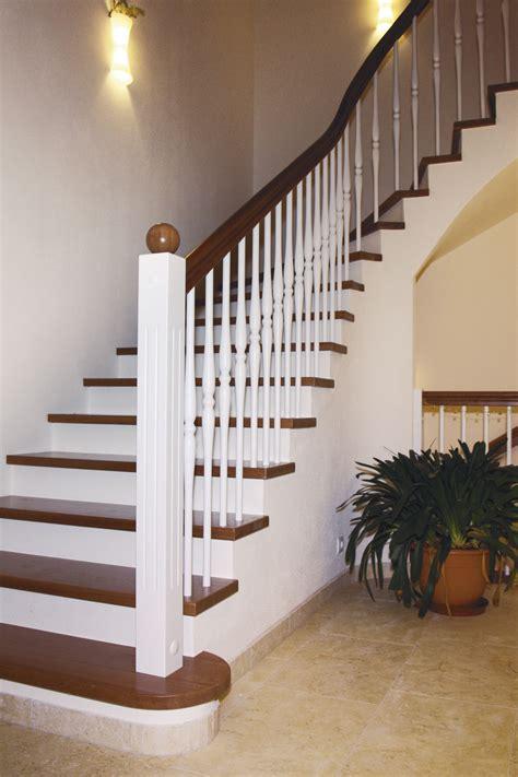 stahlgeländer treppe treppenstufen holz betontreppe bvrao
