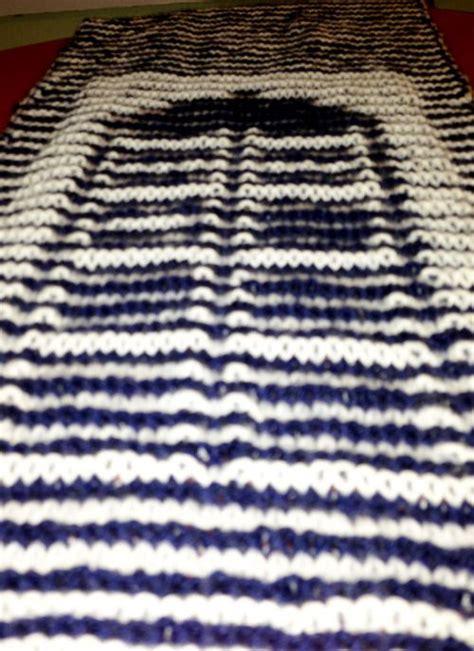 knitting pattern for tardis scarf optical illusion knitted tardis scarf neatorama