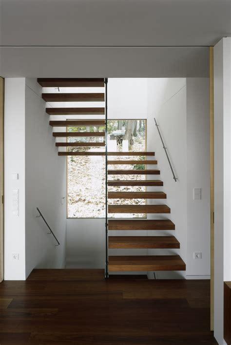 beleuchtung treppenhaus mehrfamilienhaus schwebende treppen 50 ideen f 252 r zeitgen 246 ssisches design