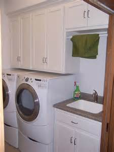 Laundry Room Sinks With Cabinet Best 25 Laundry Room Sink Ideas On Laundry Room Furniture Inspiration Laundry Room