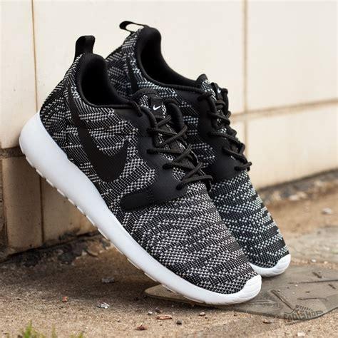 Nike Rhoserun Black White nike wmns rosherun kjcrd white black footshop