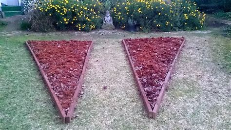Create Your Own Earth Friendly Vegetable Garden Diy Step By Step Vegetable Garden