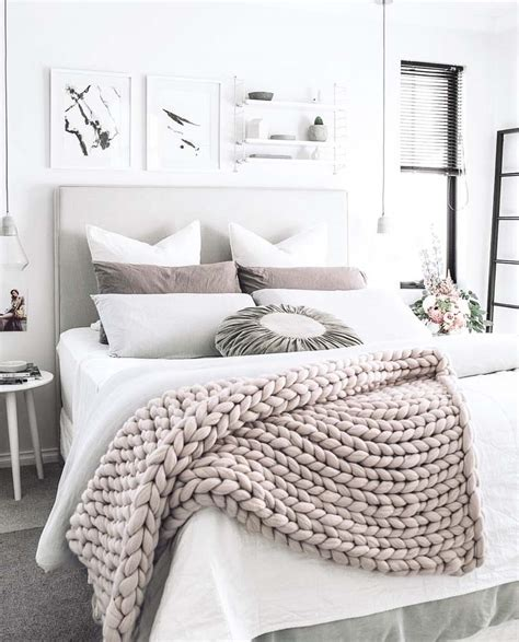 How To Decorate A Cozy Bedroom by 25 Insanely Cozy Ways To Decorate Your Bedroom For Fall
