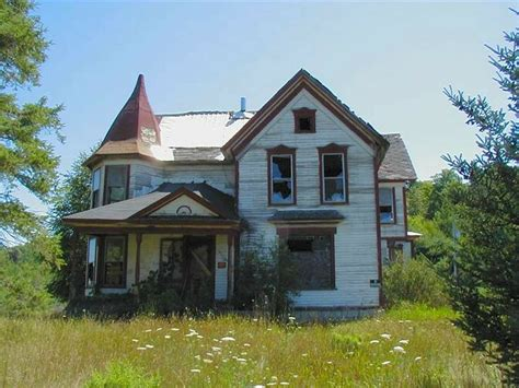queen anne victorian houses country farmhouse victorian queen anne victorian farmhouse abandoned haunted