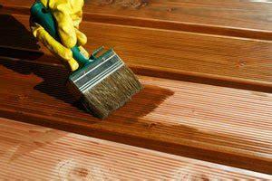 Bambus Lackieren Schleifen by Terrassendielen Aus Holz Farbig Streichen Dielen Mit
