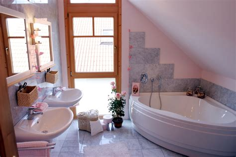 Bathroom Shelving Ideas For Towels by 34 Attic Bathroom Ideas And Designs
