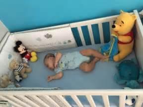 ophrey bebe dort seul dans sa chambre pr 233 l 232 vement