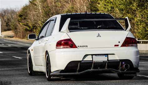 new mitsubishi evo mitsubishi lancer evo pictures posters news and videos