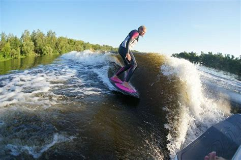 wake boat surfing tige r20 wake surf best boat ever tige rzr r20