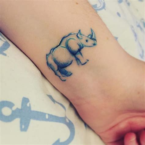 rhino tattoo best 25 rhino ideas on geometric