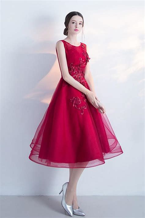 appliqued   sleeveless tulle cocktail dresswine red