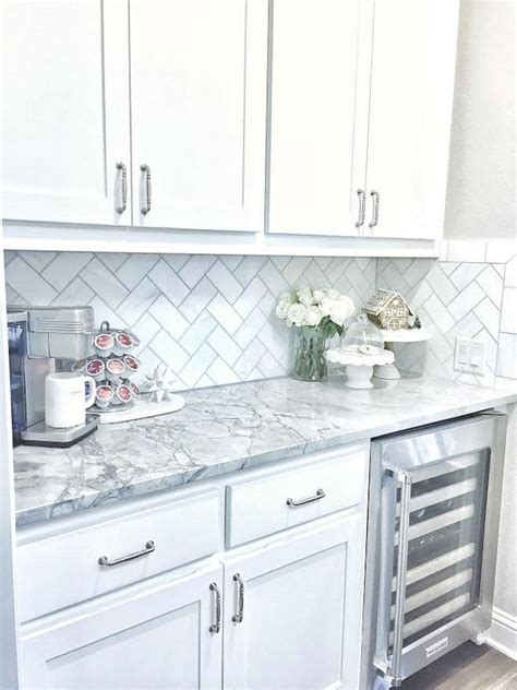 white kitchen cabinets with backsplash best 25 white marble kitchen ideas on marble