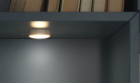 illuminazione armadio come illuminare a led l armadio e la cabina armadio
