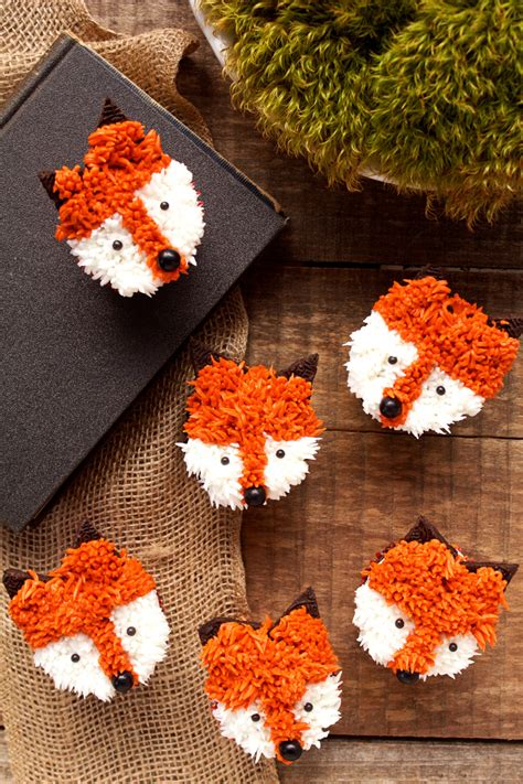 Decorator Icing Fox Cupcakes With A Simple How To The Bearfoot Baker