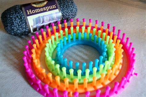 loom knitting for beginners beginner s loom knit cowl happy hour projects