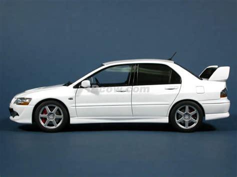 Autoart Mitsubishi Evo8 White 2005 mitsubishi lancer evolution viii diecast model car 1 18 scale die cast by autoart white rhd