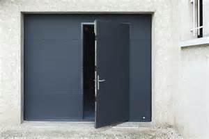 exceptional Porte De Garage Avec Porte #1: porte-de-garage-sectionnelle-gris-avec-portillon.jpg