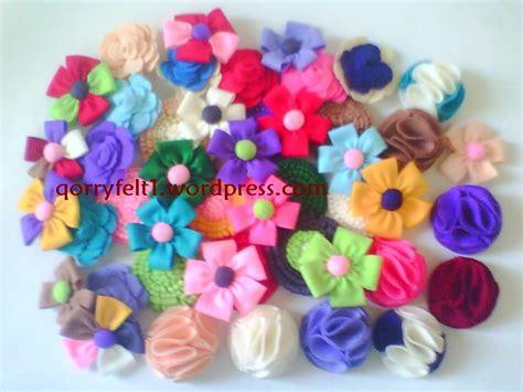 Souvenir Bros Bunga Dari Kain Flanel til cantik dengan bros bunga dari kain flanel