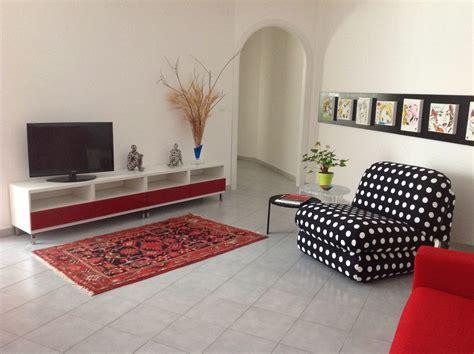 decorar paredes blancas como decorar una casa peque 209 a con poco dinero