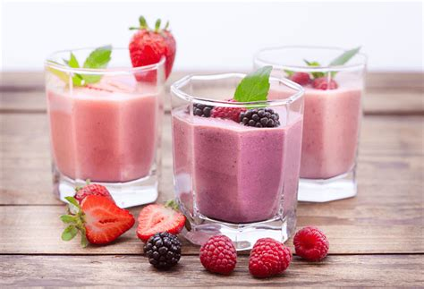 best fruit smoothie top 6 berry best healthy smoothie recipes juice