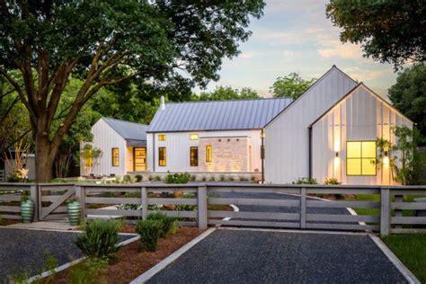 Farmhouse Style Architecture by 26 Farmhouse Exterior Designs Ideas Design Trends