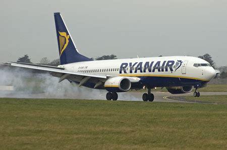 Calendario Vuelos Low Cost Ryanair Promociona Fuerteventura En Su Calendario De Las