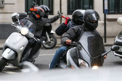 Motorcycle Dealers London Uk by Moped Gang Ride Through Central London Grabbing People S