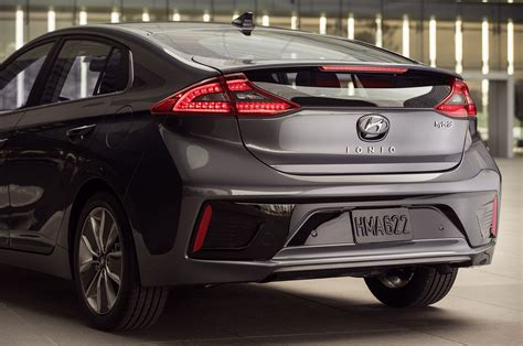 Hyundai T 2017 Hyundai Ioniq Hits New York Delivers 110 Mile Range