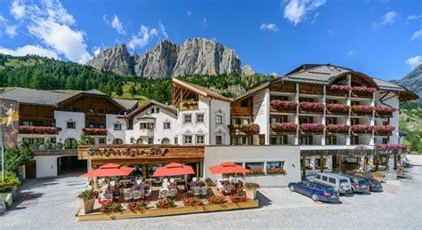 ghiaia di colfosco spa motorradfahrerfreundliches hotel kolfuschgerhof spa in