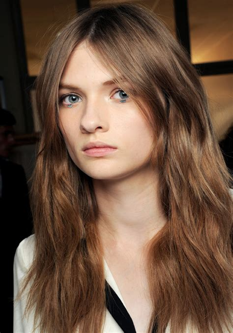 haircut with irregular length volume hairstyle idea for thinning hair
