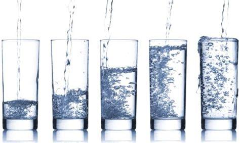 quanti bicchieri d acqua bisogna bere al giorno dieta tutti i prodigi dell acqua