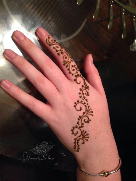 swirly henna on hand henna by salma