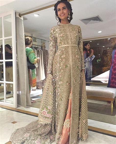Maxi Nisya by Mehreen Syed In Faraz Manan White Heavily Embroidered