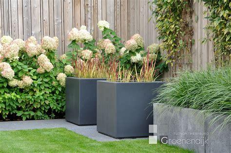 strakke tuin plantenbakken moderne tuin in vleuten tuinontwerpburo groenendijk